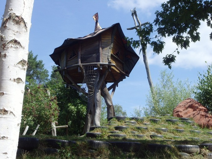 treehouse-200703_960_720
