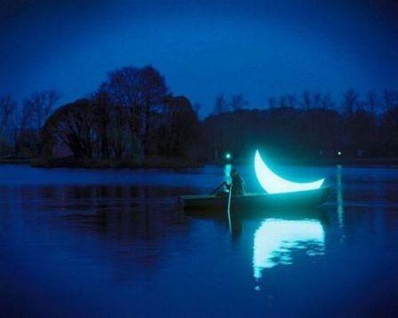 158587-Moon-On-The-Lake