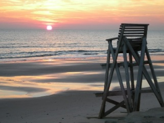 LIFEGUARD CHAIR AT SUNSET - EMPTY