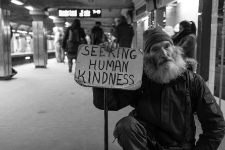 Matt Collamar - Kindness_Homelessness_Unsplash